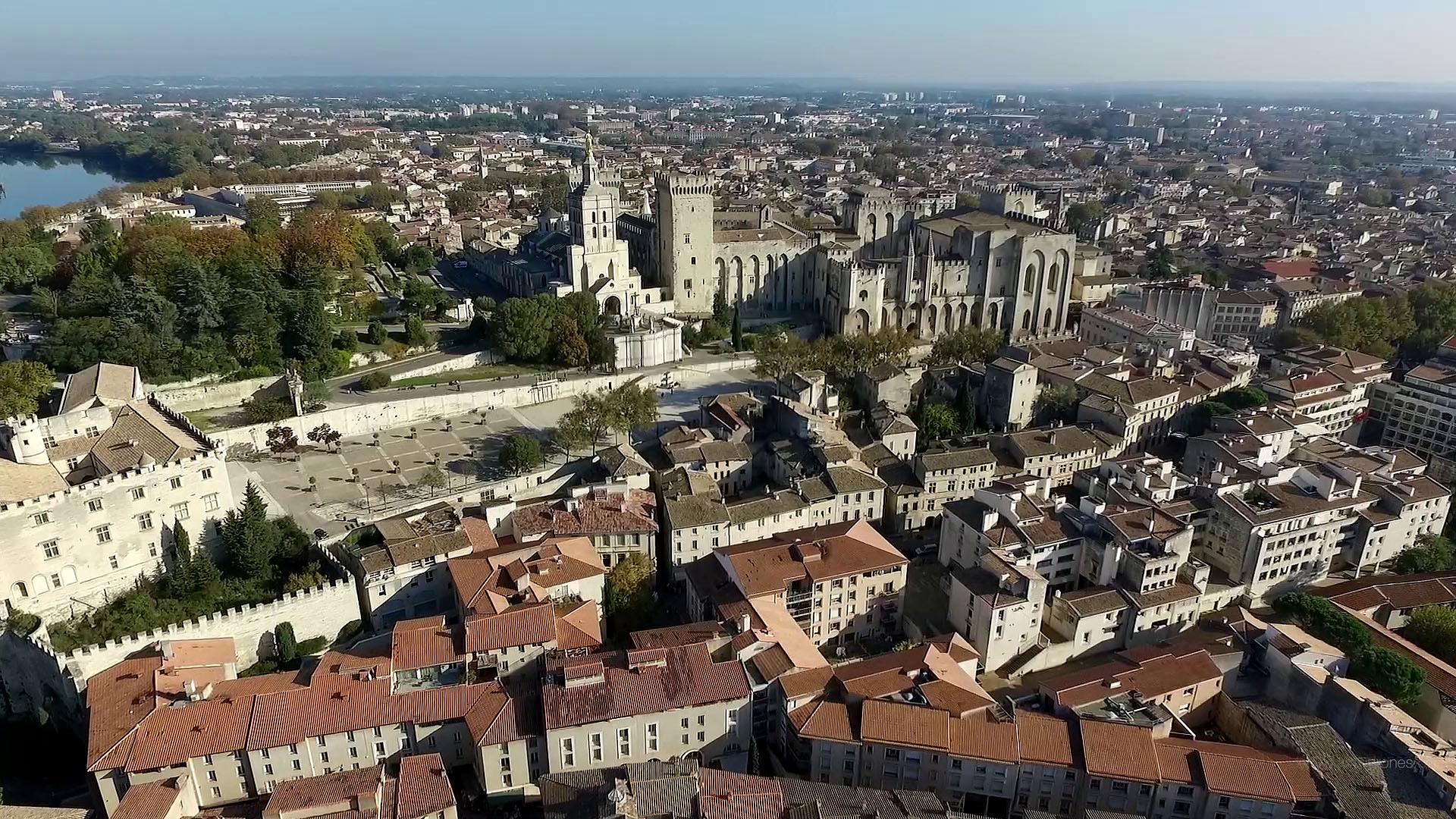 Permalien à:Avignon, la magie des lumières de l'automne
